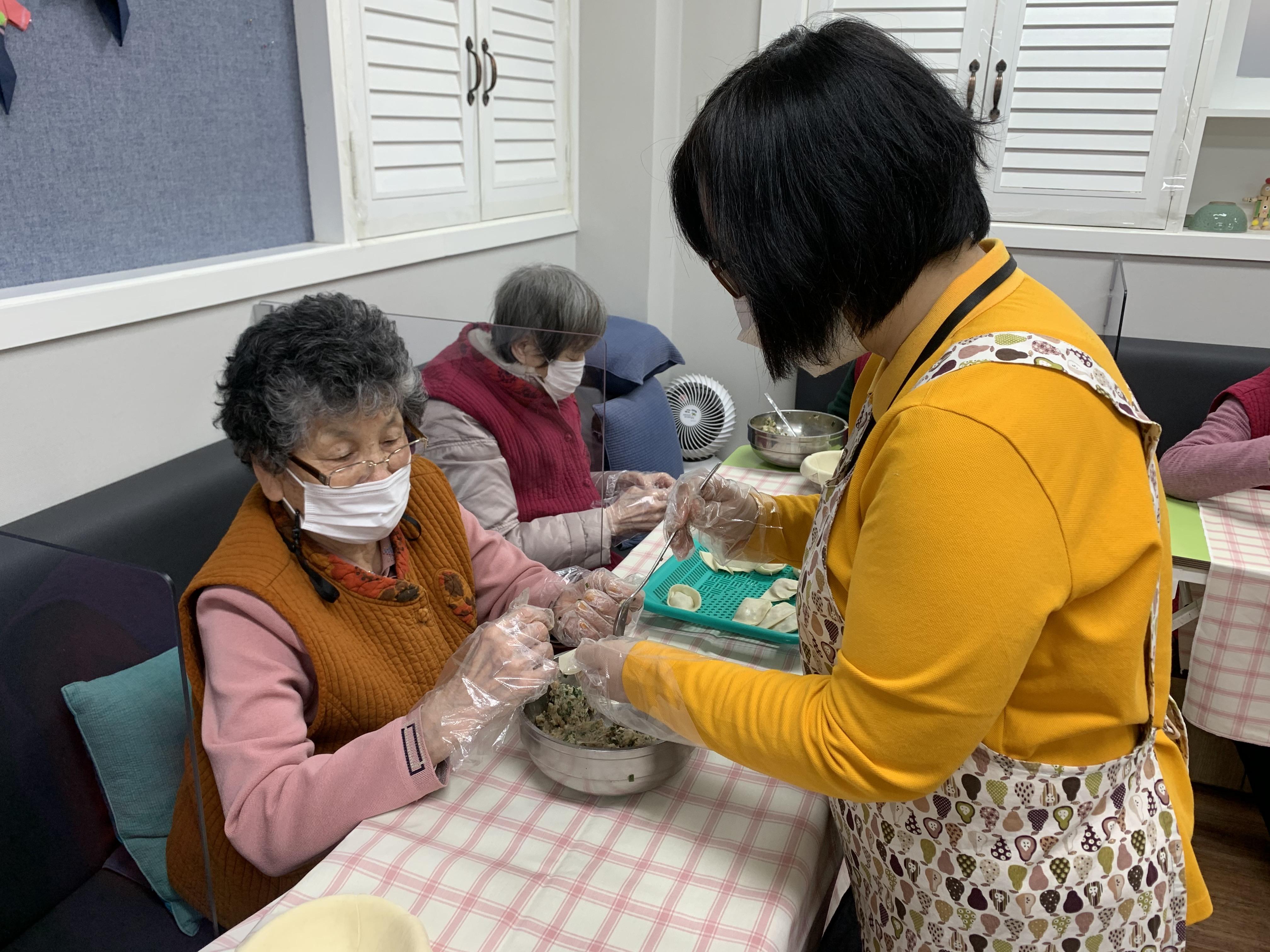 [데이, 요양] 설 맞이 만두 빚기